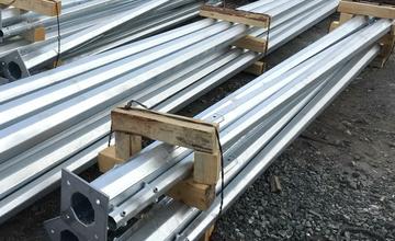 Стойки, мачты и столбы для осветительных и электроприборов
